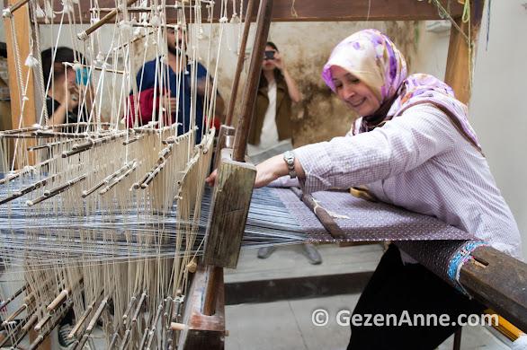 Tire'de beledi dokuma tezgahının sabır küpü ustası