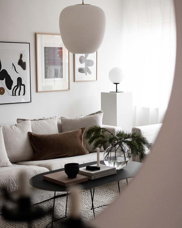 Cozy scandinavian living room styling by Amanda Axelsson