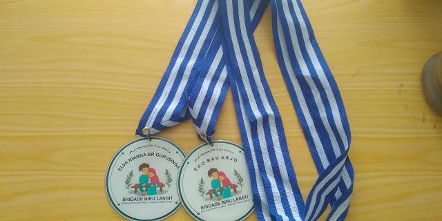 Bikin Medali Unik dan Lucu