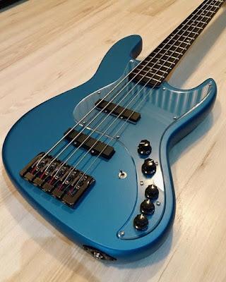 gitar bass 5 senar