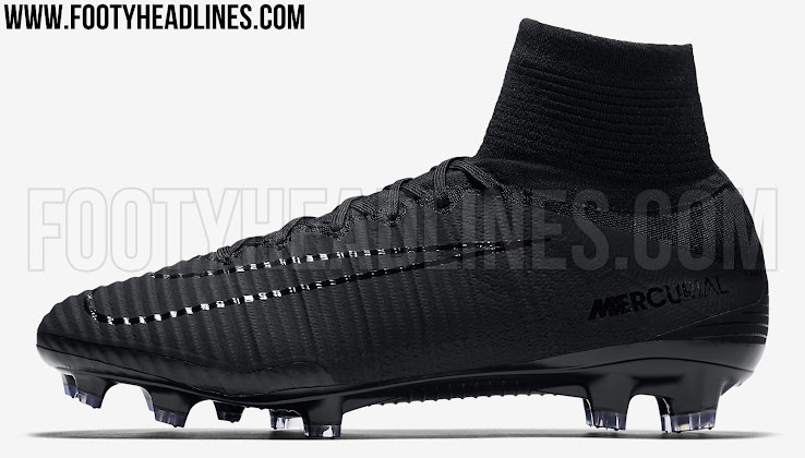 1d68661bc472 This image shows the all-black Nike Mercurial Superfly 5 2017 football boots .