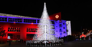 Ο Δήμαρχος Περιστερίου Ανδρέας Παχατουρίδης άναψε το χριστουγεννιάτικο δέντρο της πόλης