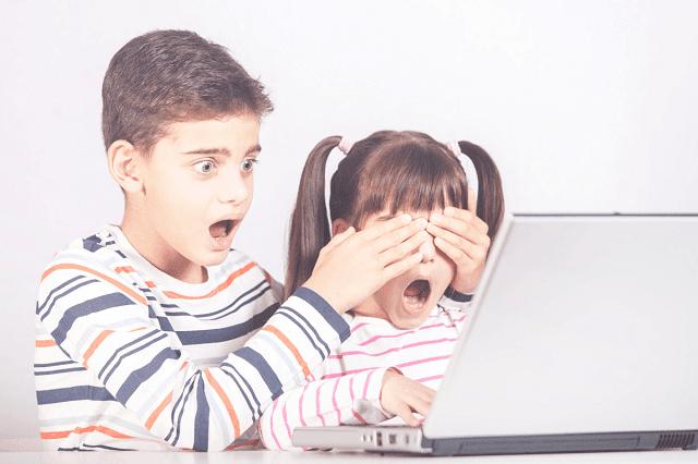 أطفال يتعرضون لمحتوى غير ملائم