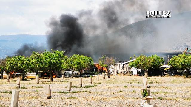 Πυρκαγιά σε αποθήκη με λάστιχα στο Άργος