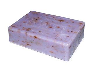 Latte detergente per pulire pelle