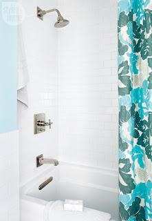 bagno con piastrelle immagine