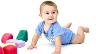 Perkembangan bayi 9 bulan belum bisa duduk