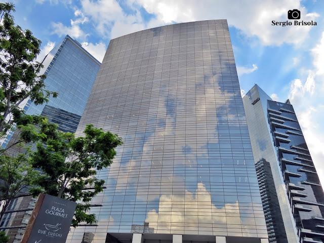 Perspectiva inferior da fachada do edifício Diamond Tower - Chácara Santo Antônio - São Paulo