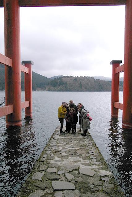 芦ノ湖の湖上にある平和の鳥居