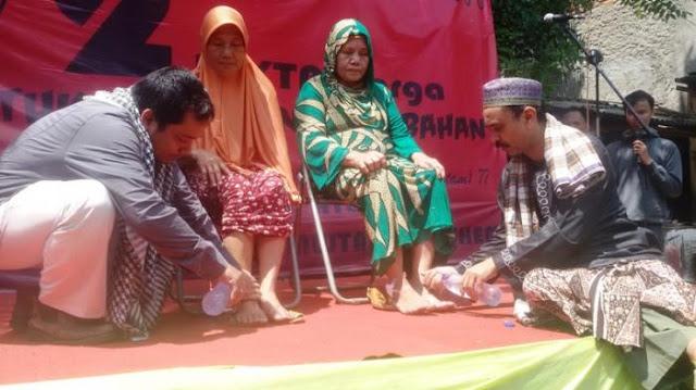 Agar Manang Pilgub DKI, Ahmad Taufik dan Mujtahid Hashem Cium Kaki Warga