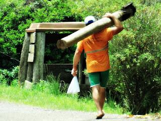 Homem Carrega Tora - Caminho de Santiago, Santo Antônio da Patrulha