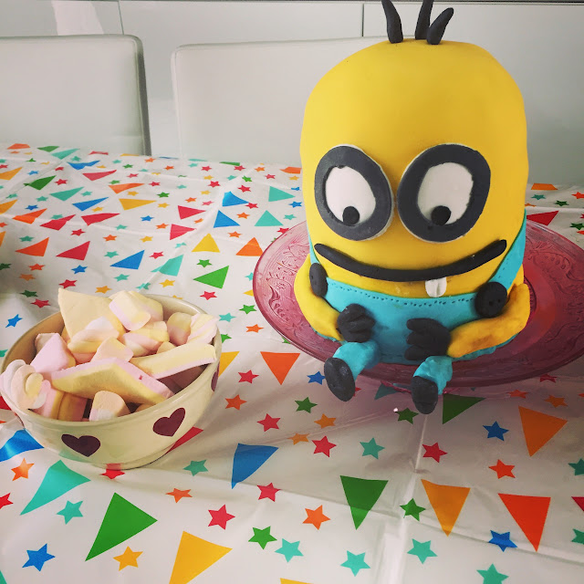 Gateau minion en 3 D
