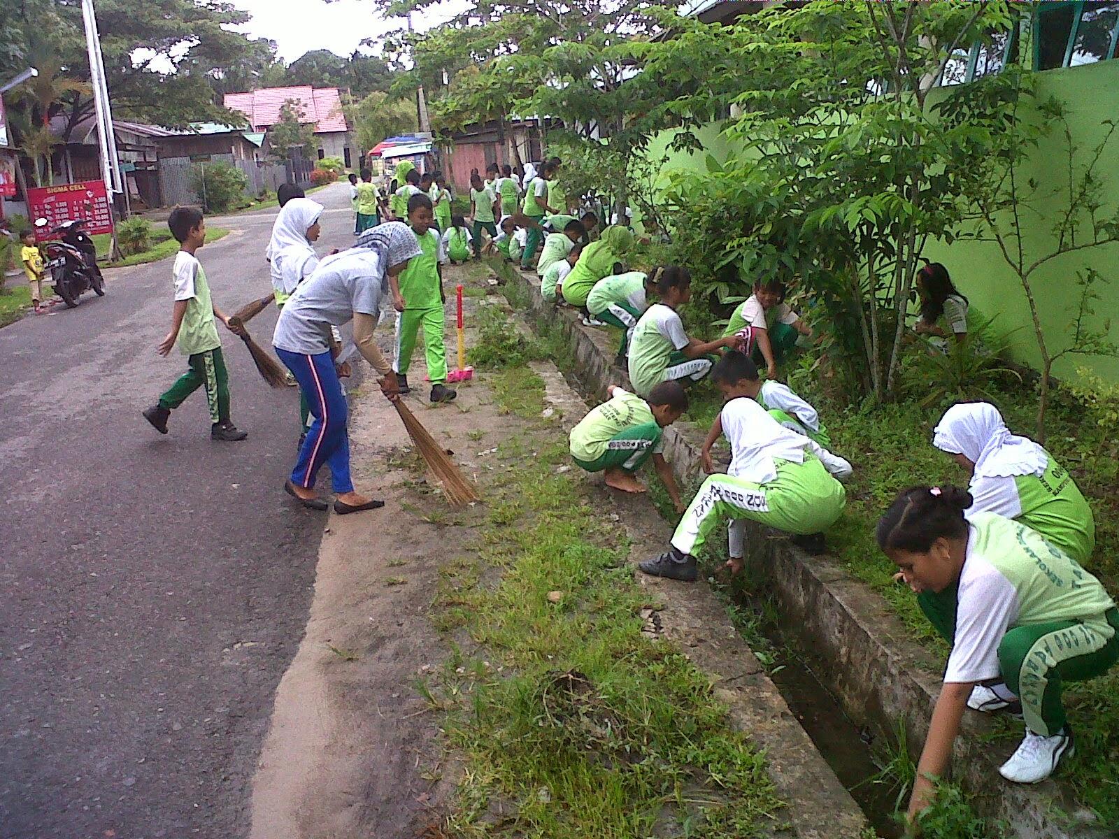 Contoh Gambar Gotong Royong Kerkose