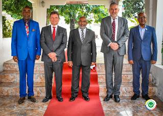 Sylvain RIQUIER reçu par Azali en présence de l'ambassadeur des Comores à Paris