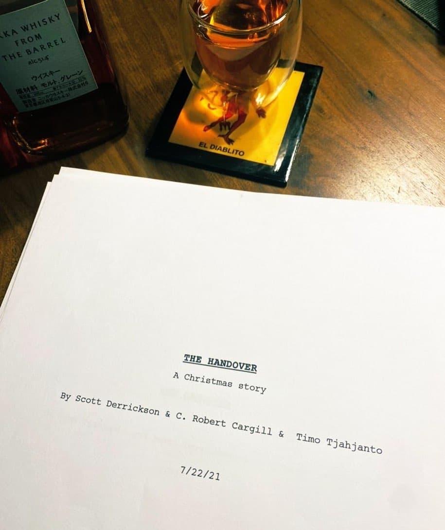 Хоррор Тимо Тьяджанто и Скотта Дерриксона называется The Handover и это новогодняя история