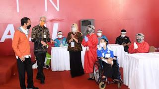 Presiden Tinjau Vaksinasi Bagi 1.000 Orang di Pelabuhan Tanjung Emas, Semarang