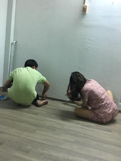thi công simili trải sàn vân gỗ nhám