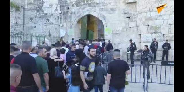 Di Tengah Serangan Israel, Umat Muslim Padati Masjid Al Aqsa Untuk Shalat Ied