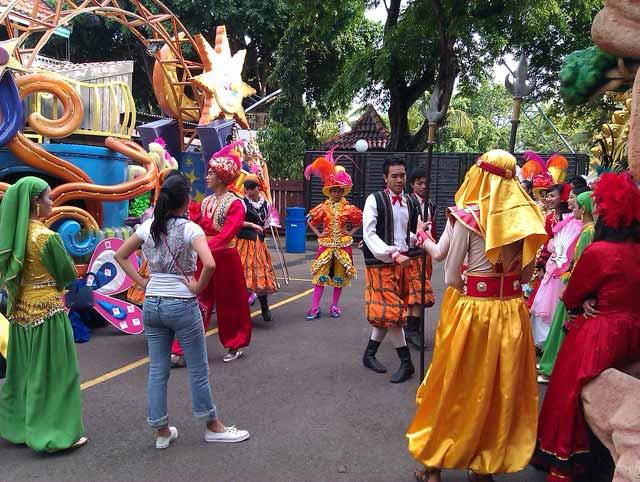 Parade Dunia Fantasi