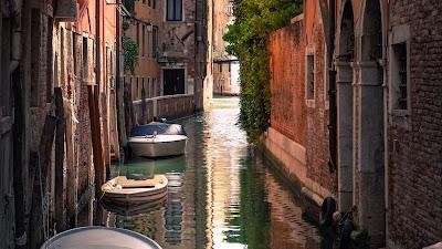 Wallpaper Venice Alley, boats, sea, Italy