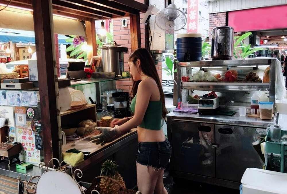 Penjual Makanan Cantik dan Seksi di Indonesia Viral (detik.com)