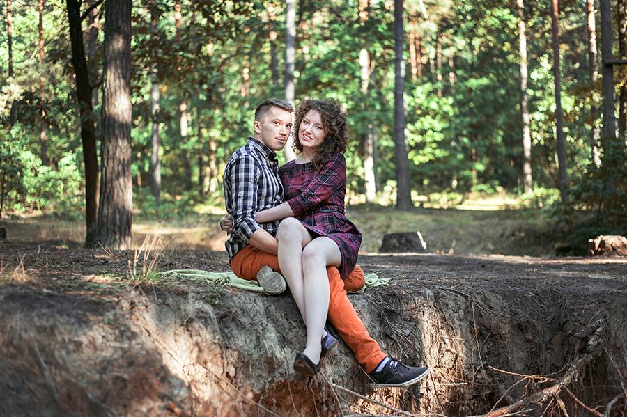 Sesja narzeczeńska w lesie. Lublin.