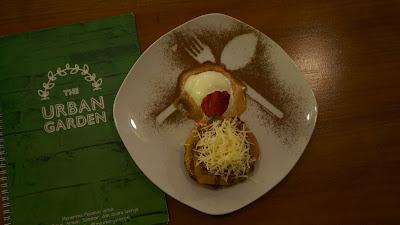 Pancake cheese dan ice cream vanilla, urban garden Pontianak