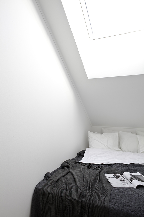 Minimalistic scandinavian bedroom via Blooc by Annaleena Leino