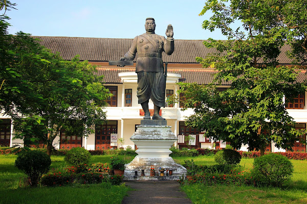 Estátua do rei Sisavang Vong - Haw Kham - Luang Prabang