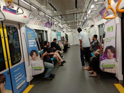 suasana dalam kereta MRT