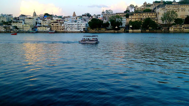 Udaipur - Holidays on the knees of the lakes