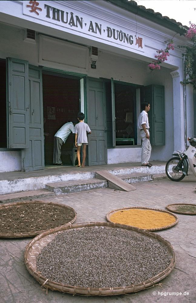 Hội An mộc mạc, bình dị trong ảnh chụp film thập niên 1990