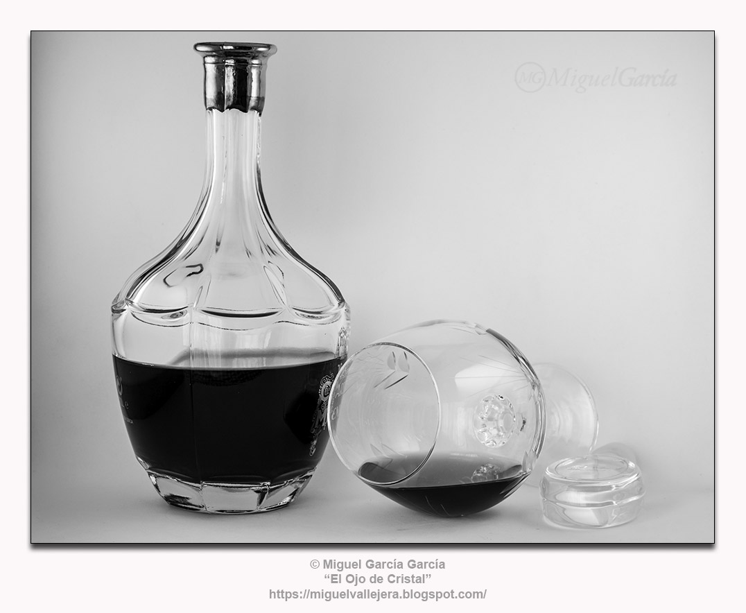 Botella y copa.