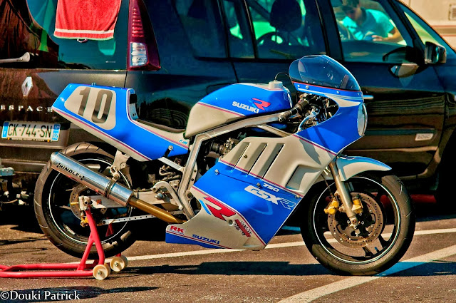 Race prepared Suzuki GSXR 750 slabside on paddock stand