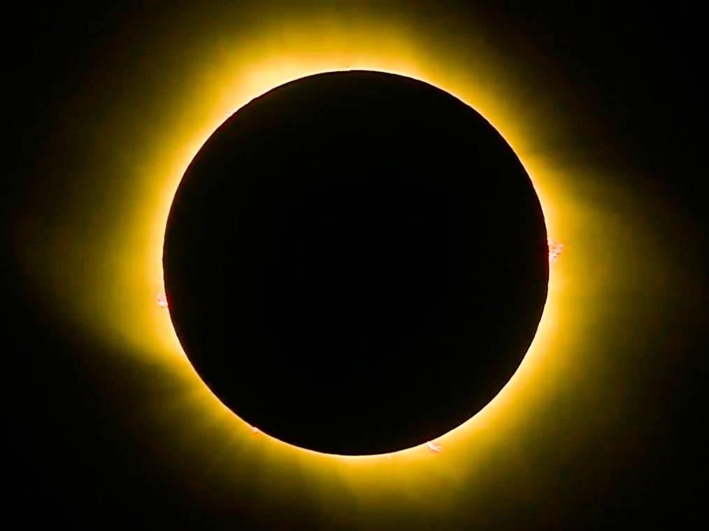 América do Sul assiste a eclipse solar total; veja imagens