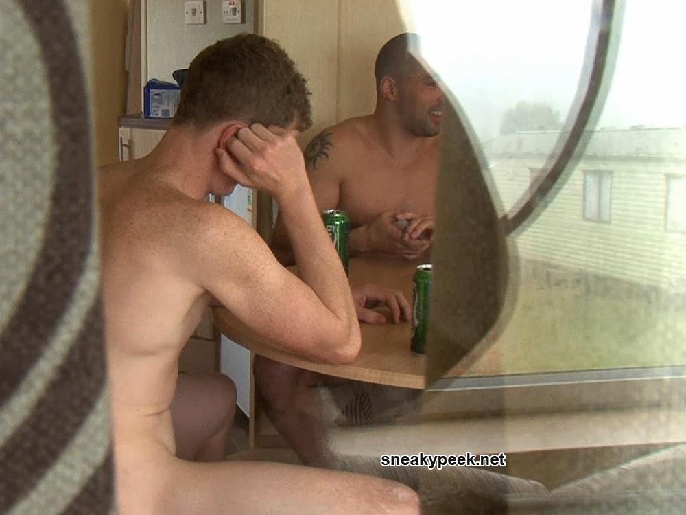 STRIP POKER GAY EN CAM