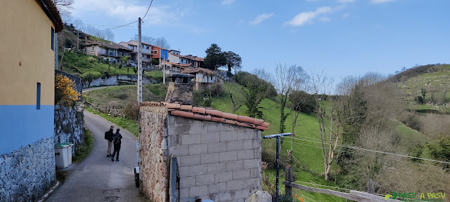 Inicio de la ruta al Monsacro en La Collada, Morcín