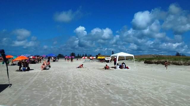 No feriado, fiscalização da Ilha atuou no controle de acesso de vans e ônibus e proibição de comércio irregular