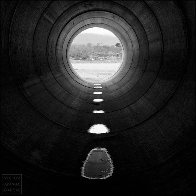 fotografia,fuente-alamo,limites,serie,arte,tuberia,agua,reflejo