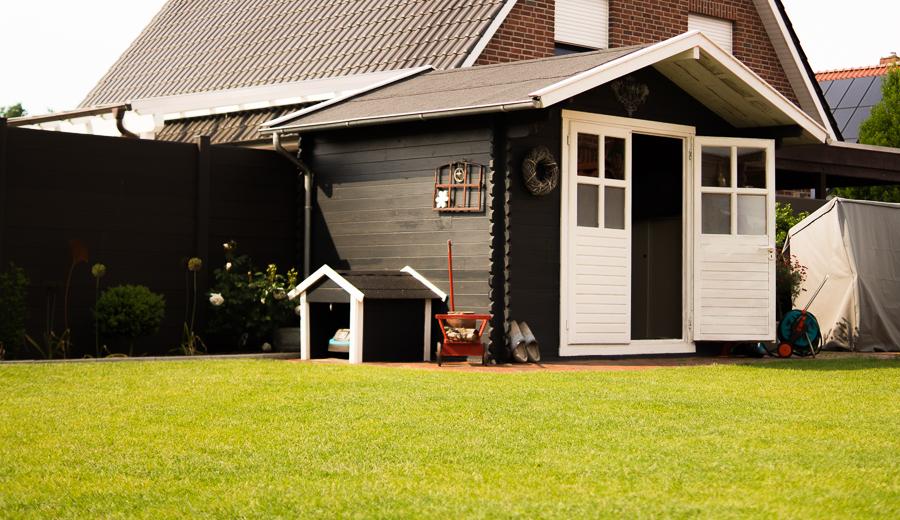 Blog + Fotografie by it's me   fim.works   Ein Garten im Norden   Block-Gartenhaus