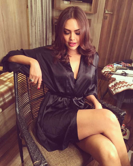 Actress Esha Gupta Recent Pics