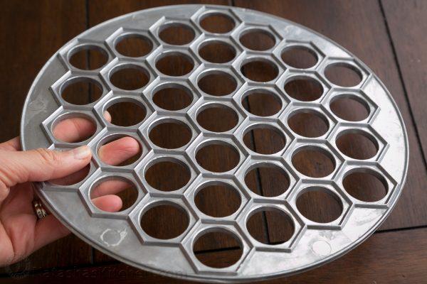 Форма для швидкого приготування великої кількості пельменів