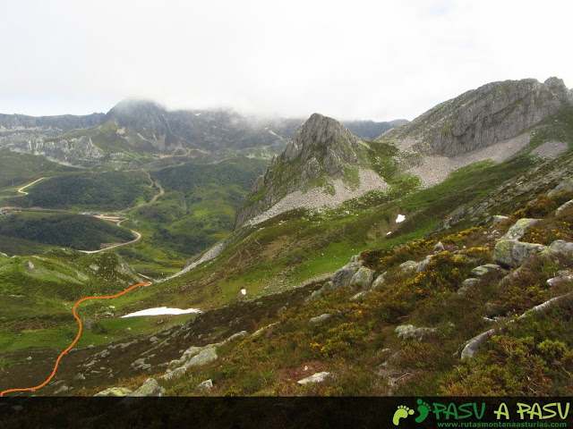 Ruta al Pico Torres y Valverde: Camino desde el Collado la Ventanona