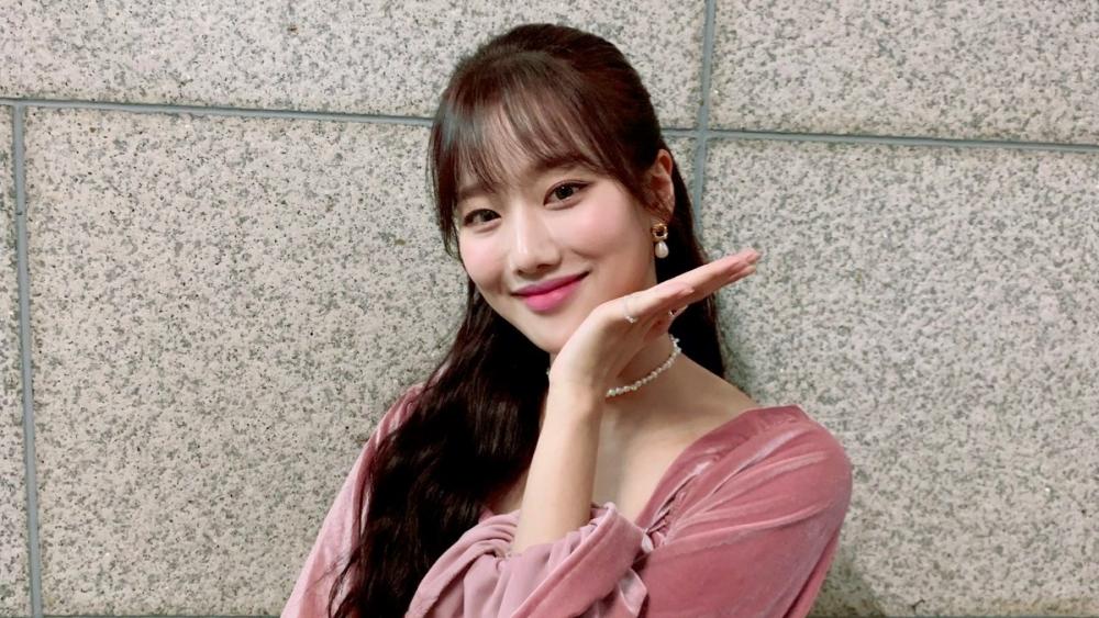 SBS Will Cut APRIL Naeun's Part in 'Delicious Rendezvous' Program