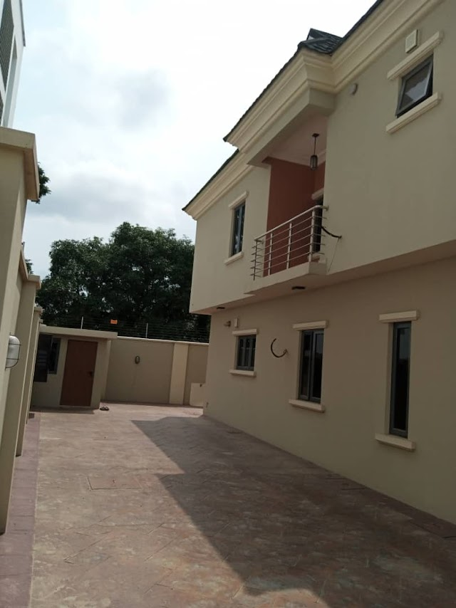 Ikeja GRA Sale: 5 Bedroom fully detached Duplex