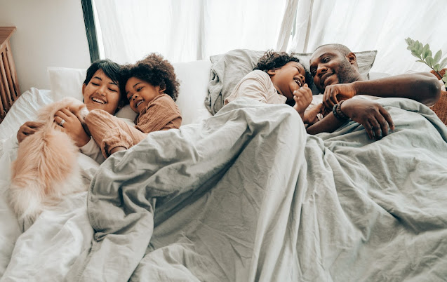 """<img src=""""family.png"""" alt=""""a happy family on the bed living a good life"""">"""