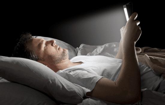 bahaya main hp sebelum tidur