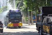 Tiga Jalan Protokol di Surabaya Disemprot disinfektan Oleh Polda Jatim