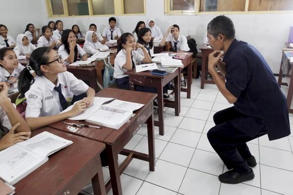 Menjadi Guru Itu Berat, Seberat Kamu Menerima Upahnya! Sudah Siap Kah Kamu Menjadi Guru?