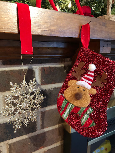 Ideas on how you can decorate the interior of your home for the holiday season.